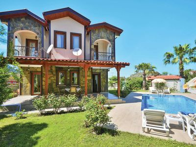 Photo for Superbly located villa w/ access to local amenities, modern fittings and pool