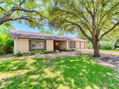 Photo for Family and Pet Friendly Home Less Than 10 Miles to Downtown Austin