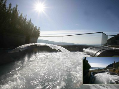 Photo for Suite with hydromassage, 6 beds, breathtaking lake view, sauna, swimming pool