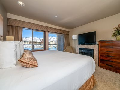 Photo for Grandview River View 722! Waterfront King Suite with River View!