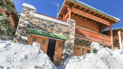 Photo for Independent wooden chalet near the slopes 2000 Pyrénées WIFI comfort
