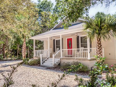 Photo for Quiet Neighborhood, Close To Beach And Restaurants, Boat and Pet Friendly