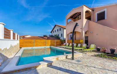 Photo for Beautiful apartment with pool, sleeping area, kitchen, bathroom, air conditioning, barbecue and only 1 km to the beach