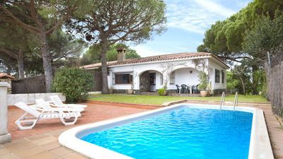 Photo for Simple house with pool and sea views