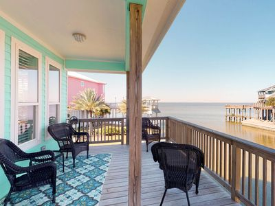 Photo for Dog-friendly home w/bay view, shared pool -close to beach!