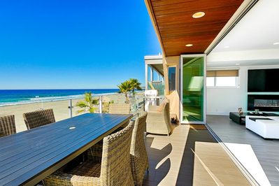 Penthouse level LaCantina doors bring the outdoors in