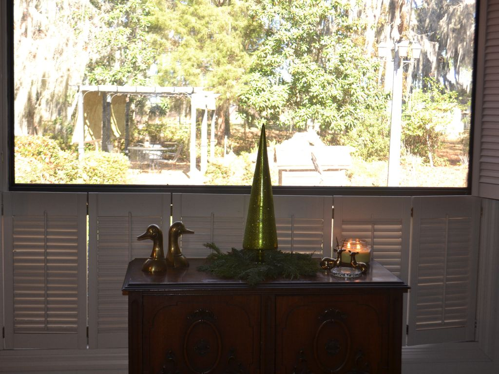 Uncle Boo39s Awesome lake view Spacious home