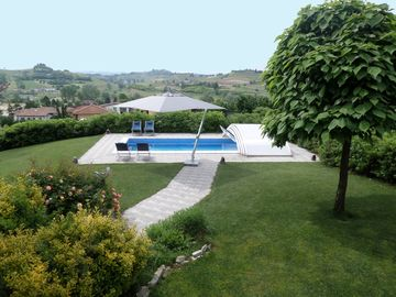The Blue House, Villa with private pool in the Monferrato Langhe, Unesco World Heritage