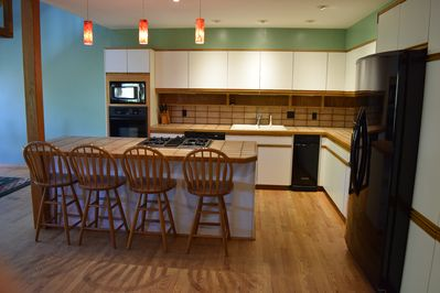 kitchen that is fully equipped
