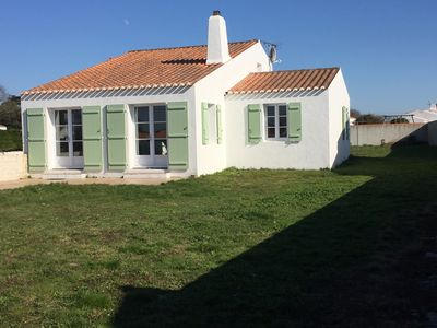 Photo for independent house in the center of the island 700m from the beach, quiet.