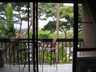 Relaxing lanai with ocean view above the trees!!