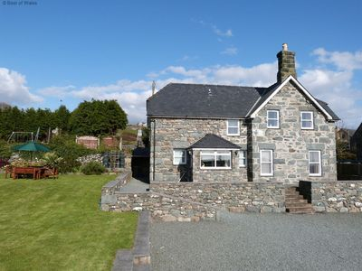 Photo for This lovely cottage for 6 is wonderfully positioned to make the most of Barmouth Bay.