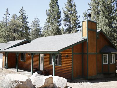 Photo for Big Bear Luxury Cabin: Cable, WiFi, BBQ, Jacuzzi Bath, Great for groups!!