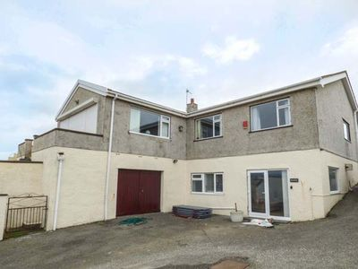 Photo for MANOA, pet friendly, with a garden in Trearddur Bay, Ref 931750