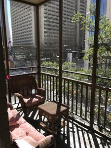 Downtown Condo with FREE Reserved Parking!  Walk to attractions