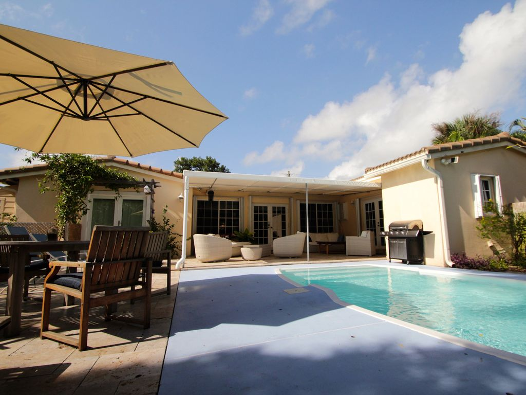 Luxurious Tropical Style 4 Bedroom Family Vacation Home | Private Pool