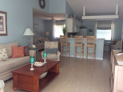 Walk to the Private Beach/Ferry. Beautiful Pool Home With Bikes And Kayaks