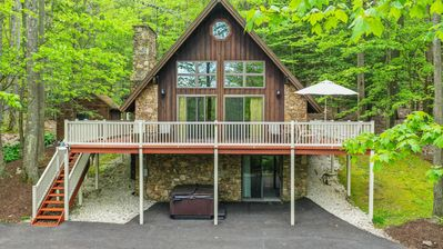 Chalet with Private Dock & Central Location