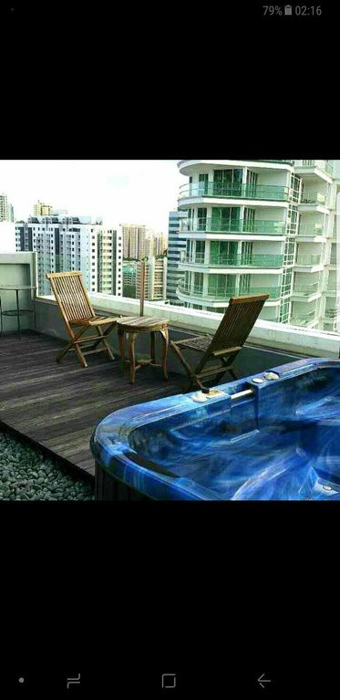 Penthouse with Private Roof and Jacuzzi