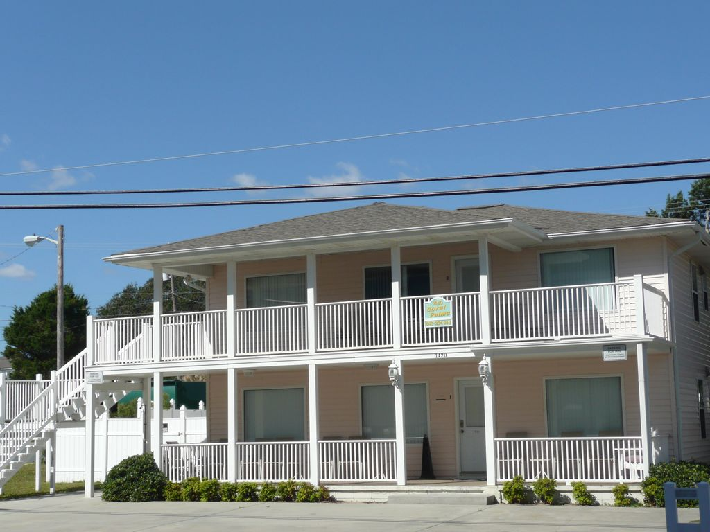 Coral palms 8 bedroom beach house w private pool and hot for 9 bedroom beach house rental