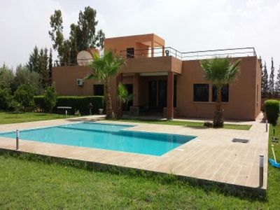 Photo for Superb villa with large garden and pool