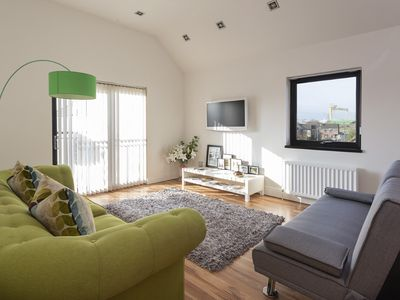Photo for 2 bed stylish apartment in Belfast with private parking