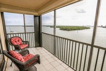 Photo for Windward Point 608 - In Fort Myers Beach (South Island)