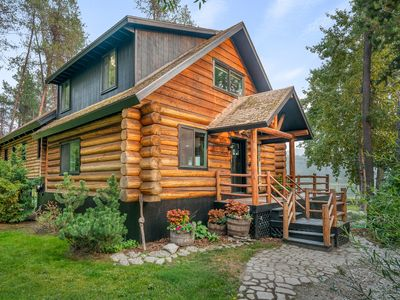 Photo for Gorgeous, private cabin on the water!