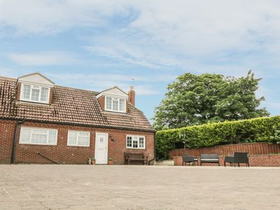Photo for POND VIEW, family friendly in Thirsk, Ref 982583