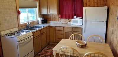 2BR, recently remodeled, close to lake. A lakefront getawaway! (#4)