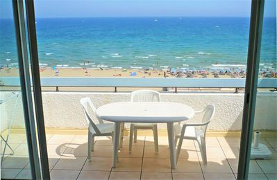 Photo for Very nice studio 35m ², renovated, center, face beach and sea, splendid view