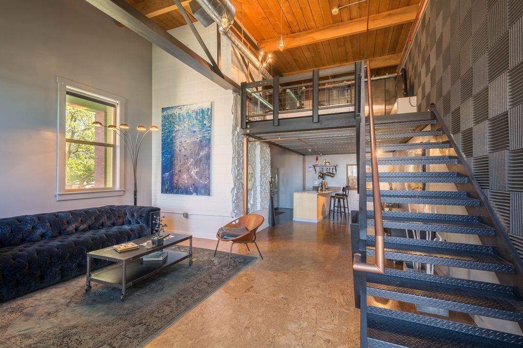 Modern Loft Townhome Located In Downtown Denver