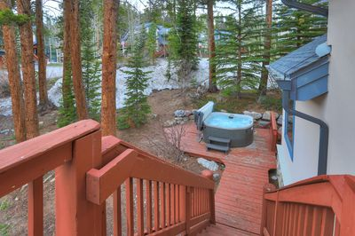 Great hot tub on secluded deck!