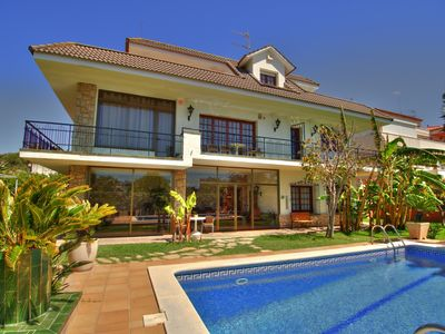 Photo for 4 bedroom Apartment, sleeps 10 with Pool, Air Con and FREE WiFi