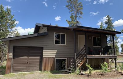 Western themed Cabin in Quiet neighborhood - 1 mile to Yellowstone Park!