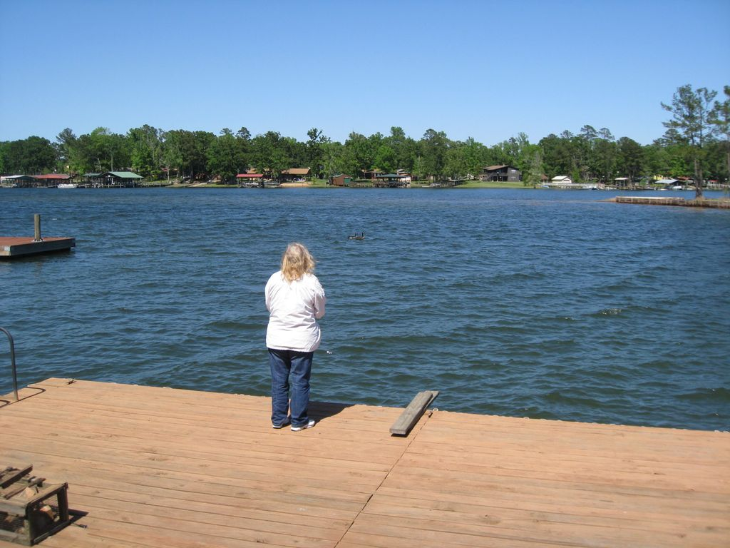 Lake front camp toledo bend boating fishing swimming for Toledo bend fishing