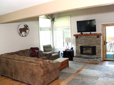Photo for 3 Bedroom & 2 Full Bathrooms, Sleeps 8, Two Levels to enjoy for your Mammoth Lakes Vacation