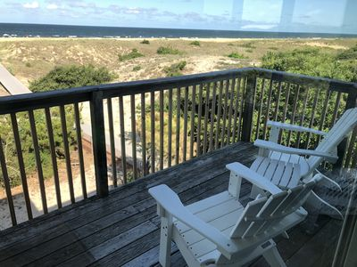 Amazing ocean views from the deck. Relax here with the sounds of the ocean.