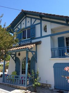 Photo for Bassin d'Arcachon - large family home with spa on the beach