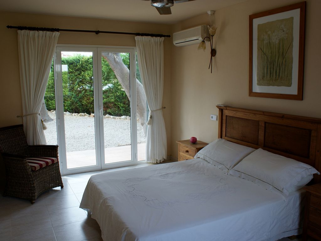 Bedroom Villa In Cala N Porter To Rent