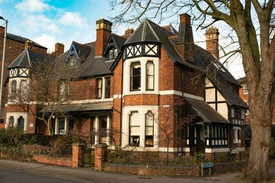 Stupendous Limes Gloucester Cotswolds Sleeps 12 Guests In 7 Bedrooms Gloucester Beutiful Home Inspiration Truamahrainfo