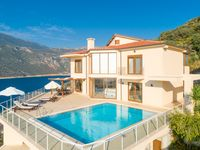 Wonderful villa and easy access to the town.  Recommended!...