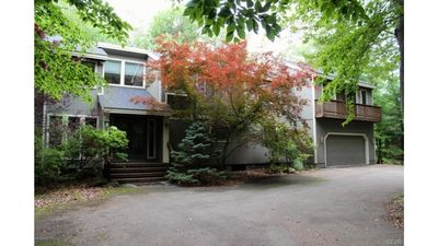 4 Bed / 3.5 Bath House in Pocono Pines Secluded on Golf Course in Lake Naomi
