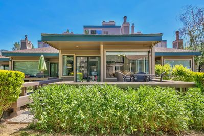 This 4 bedrooms, 3 bathroom town home overlooks Lake Tahoe and glimpses the surrounding mountains