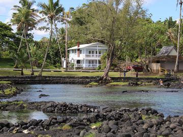Right across from Richardson's Beach Park with views across Hilo bay.