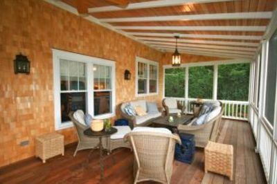 Large screened in porch - seating area