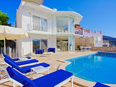 Photo for Cinnibar: Detached, sea views, Pool, A/C