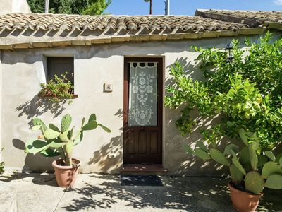 Photo for Apartment in annex with swimming pool right in the Sicilian countryside