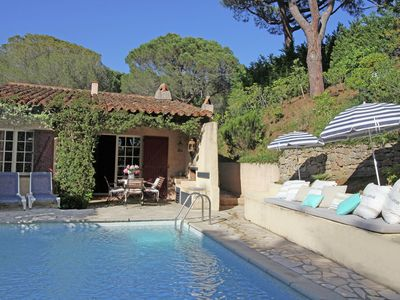 Photo for Charming holiday home with private swimming pool within short distance of Plage de Gigaro
