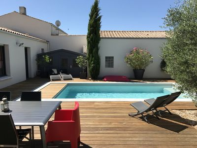Beautiful house, heated pool, 8 minutes from La Rochelle and the Ile de Ré  bridge